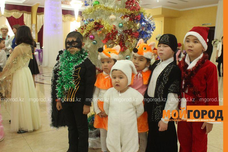 Новости - Воспитанников детских домов и ЦАНа поздравили с Новым годом в Уральске novi god (11)