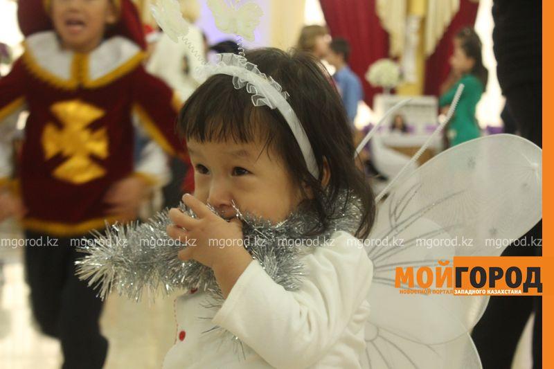Новости - Воспитанников детских домов и ЦАНа поздравили с Новым годом в Уральске novi god (12)