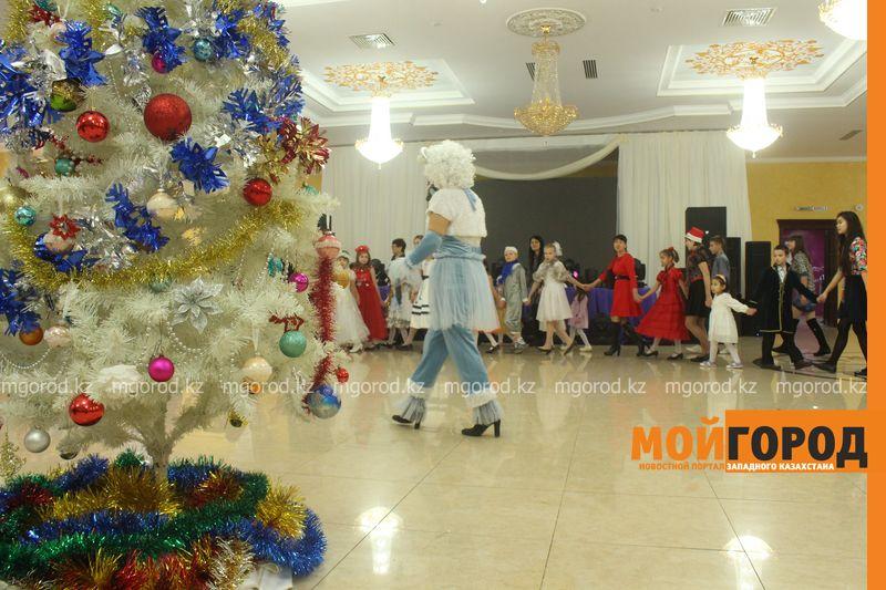 Новости - Воспитанников детских домов и ЦАНа поздравили с Новым годом в Уральске novi god (16)