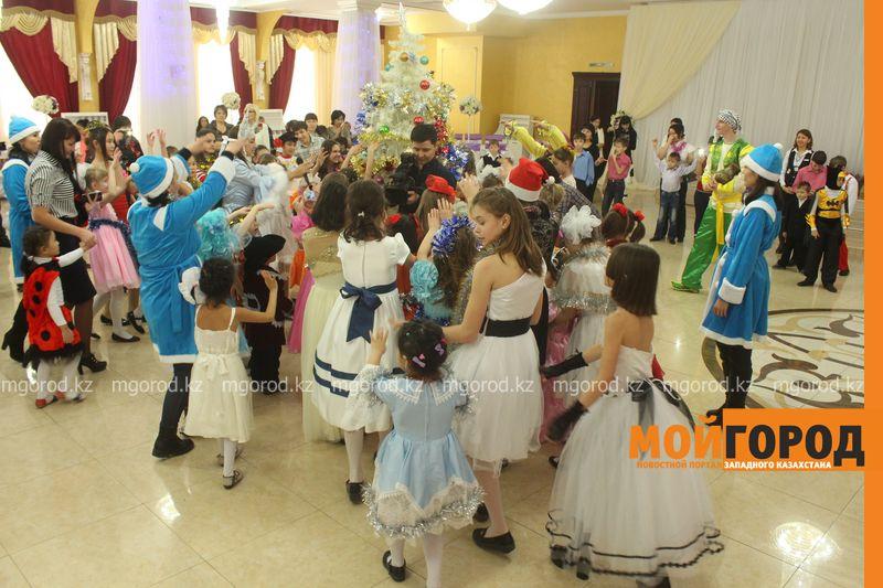 Новости - Воспитанников детских домов и ЦАНа поздравили с Новым годом в Уральске novi god (19)