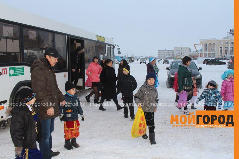 Новости - Воспитанников детских домов и ЦАНа поздравили с Новым годом в Уральске novi god (2)