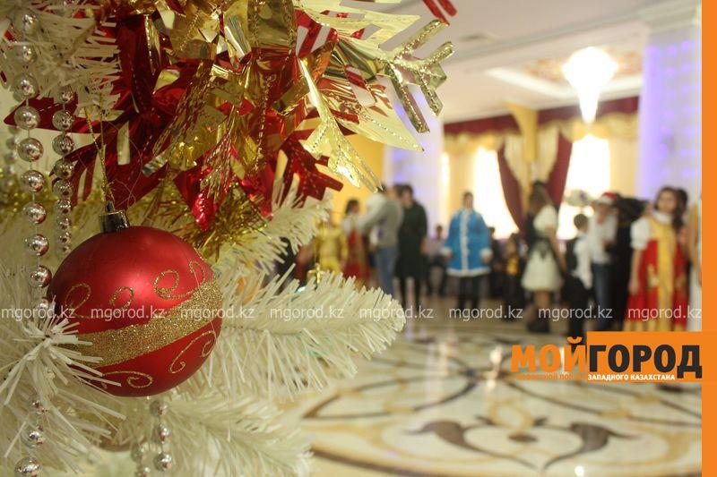 Новости - Воспитанников детских домов и ЦАНа поздравили с Новым годом в Уральске novi god (20)