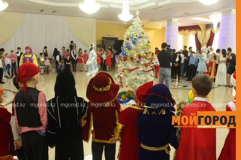 Новости - Воспитанников детских домов и ЦАНа поздравили с Новым годом в Уральске novi god (21)