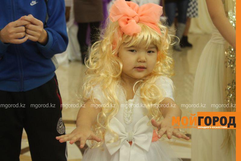 Новости - Воспитанников детских домов и ЦАНа поздравили с Новым годом в Уральске novi god (23)