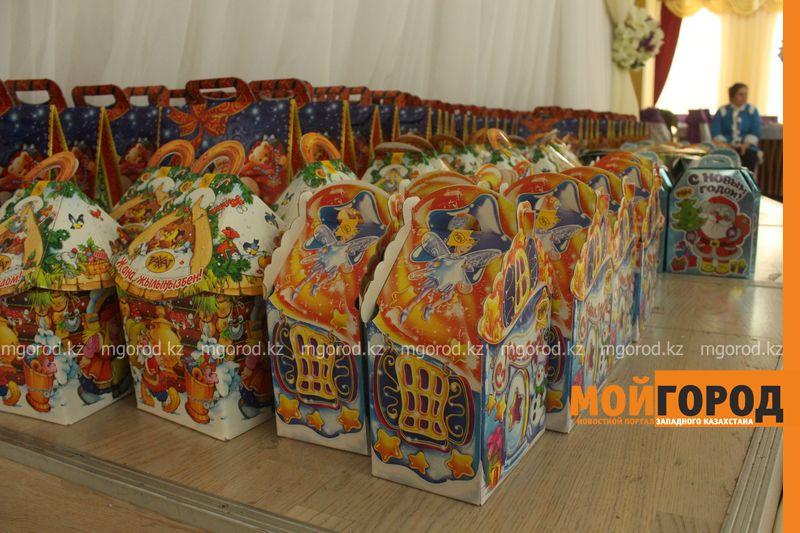 Новости - Воспитанников детских домов и ЦАНа поздравили с Новым годом в Уральске novi god (28)