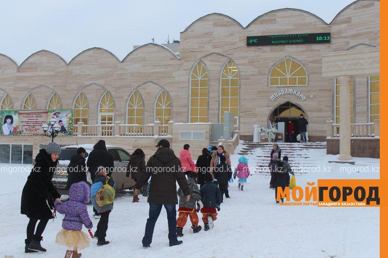 Новости - Воспитанников детских домов и ЦАНа поздравили с Новым годом в Уральске novi god (3)