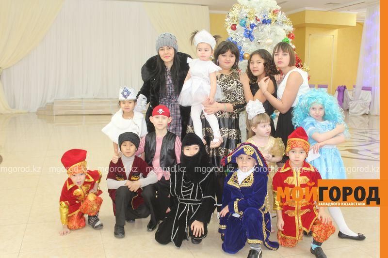 Новости - Воспитанников детских домов и ЦАНа поздравили с Новым годом в Уральске novi god (4)