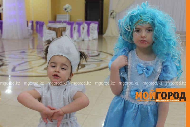 Новости - Воспитанников детских домов и ЦАНа поздравили с Новым годом в Уральске novi god (5)