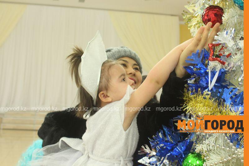Новости - Воспитанников детских домов и ЦАНа поздравили с Новым годом в Уральске novi god (6)