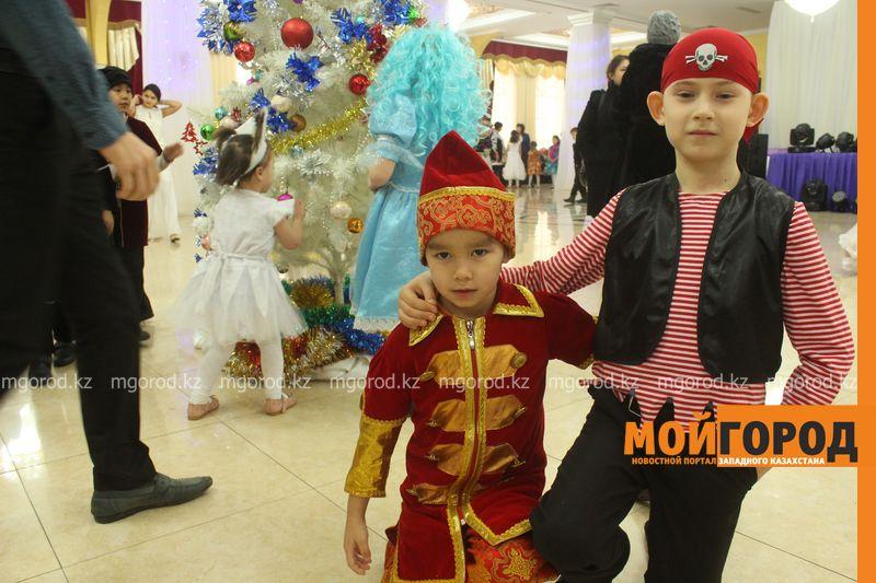 Новости - Воспитанников детских домов и ЦАНа поздравили с Новым годом в Уральске novi god (7)