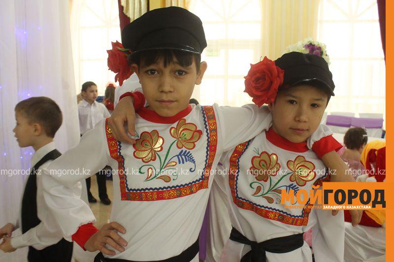 Новости - Воспитанников детских домов и ЦАНа поздравили с Новым годом в Уральске novi god (8)