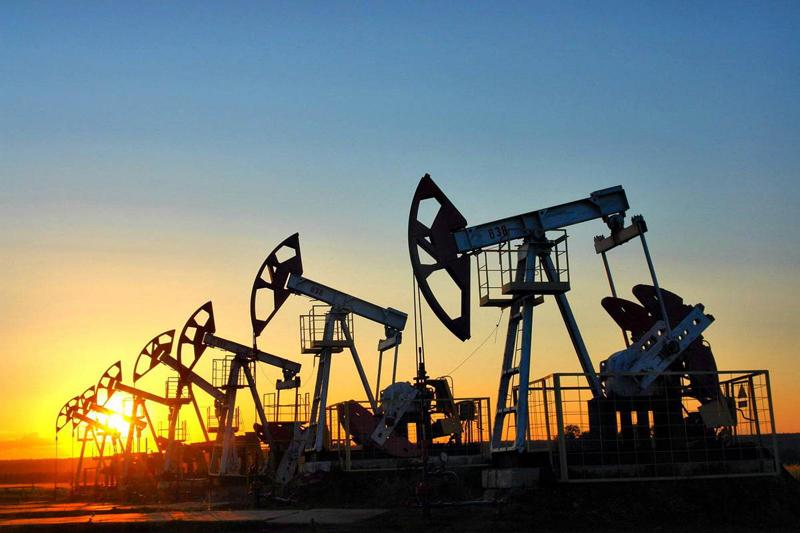Стоимость нефти Brent на открытии торгов рухнула на 30%
