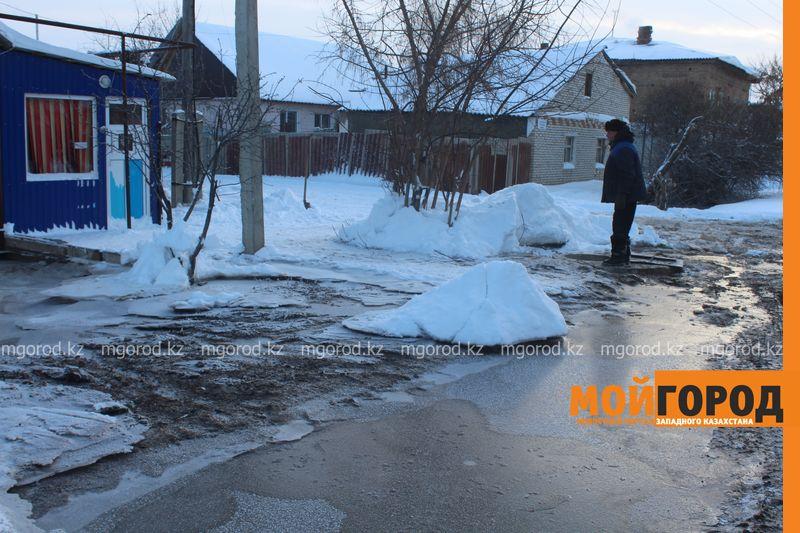 Новости Уральск - Три частных дома затопило в Уральске voda dom (1)