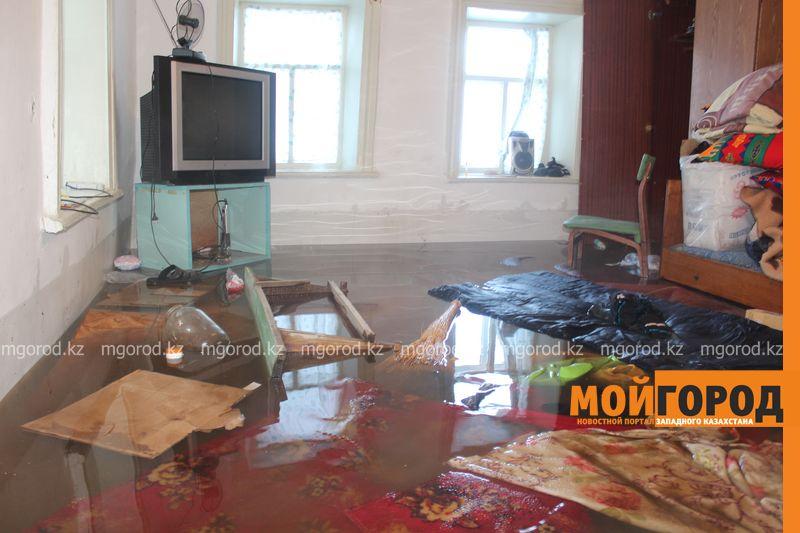 Новости Уральск - Три частных дома затопило в Уральске voda dom (14)