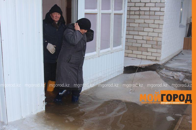 Новости Уральск - Три частных дома затопило в Уральске voda dom (4)