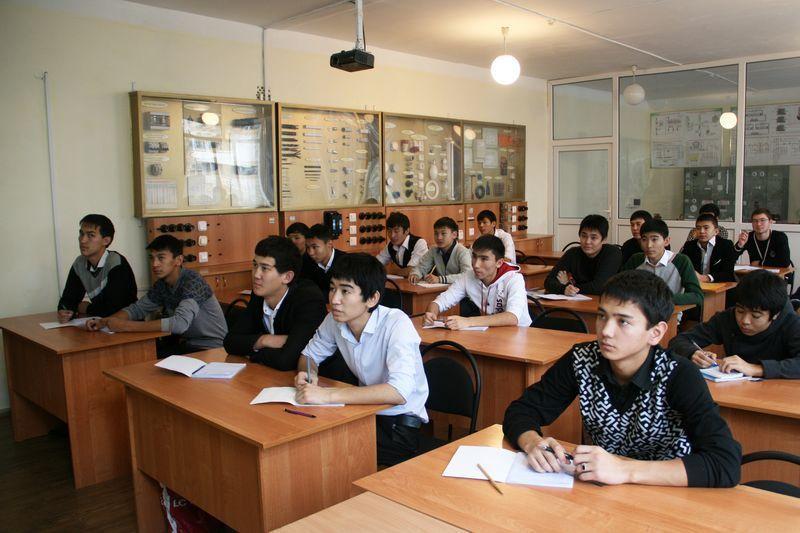 Получить нужную профессию призывает Уральский колледж нефти и газа 2-800x6001