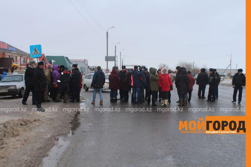 Новости Уральск - Прокуратура Уральска пообещала забастовщикам разобраться в возникшей ситуации (фото, видео) miyaso (3)