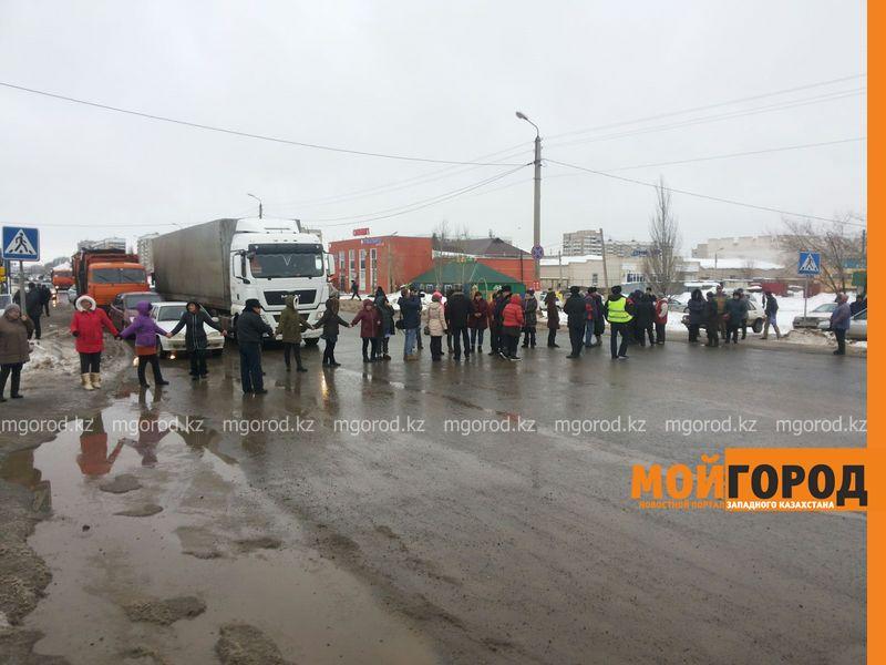 Продавцы мясных рынков перекрыли улицу в Уральске myaso