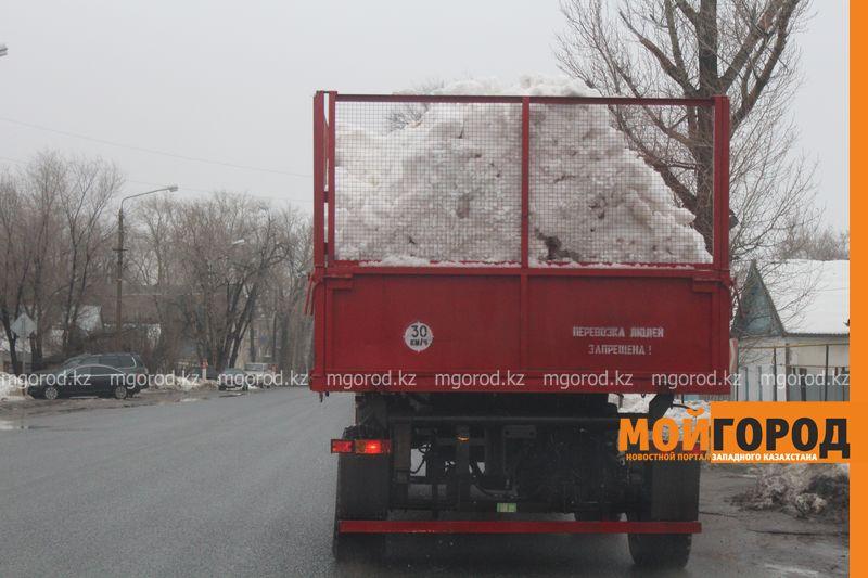 В Уральске в новом ЦОНе с крыши течет вода (фото) talovaya voda (1)