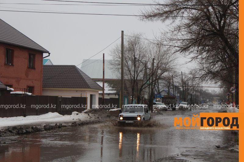 В Уральске в новом ЦОНе с крыши течет вода (фото) talovaya voda (10)