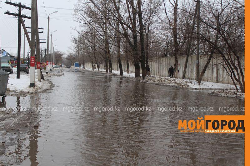 В Уральске в новом ЦОНе с крыши течет вода (фото) talovaya voda (11)