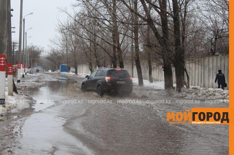 В Уральске в новом ЦОНе с крыши течет вода (фото) talovaya voda (12)