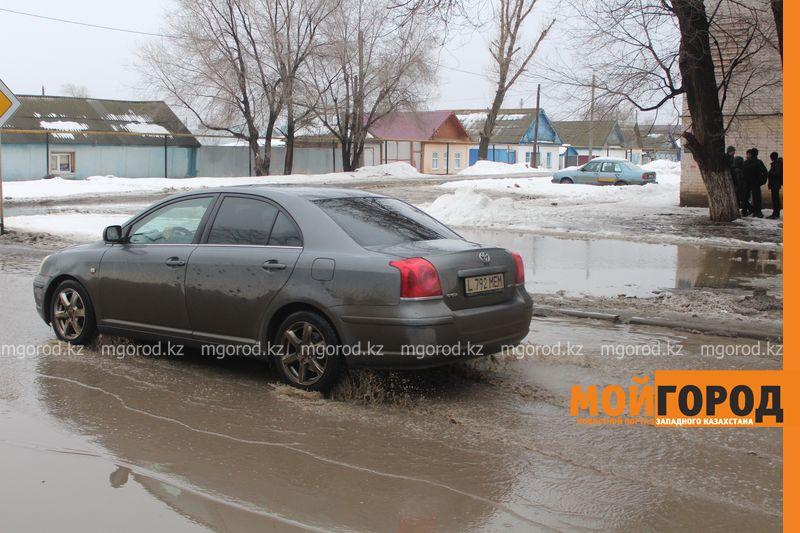 В Уральске в новом ЦОНе с крыши течет вода (фото) talovaya voda (3)