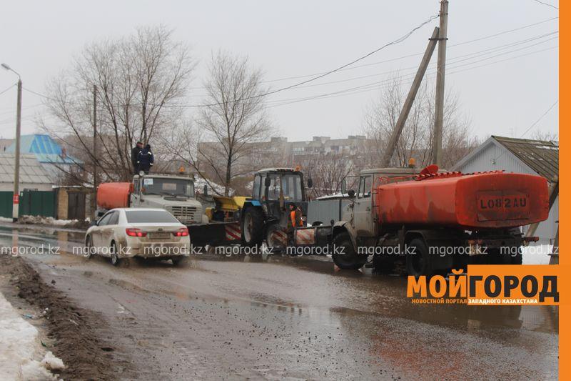 В Уральске в новом ЦОНе с крыши течет вода (фото) talovaya voda (6)
