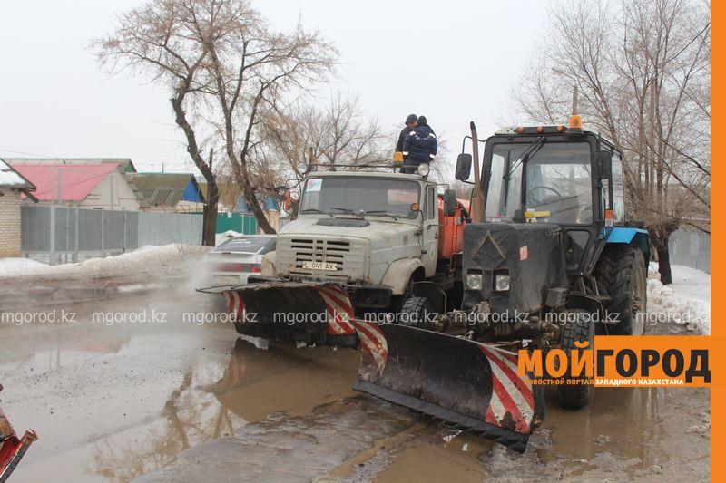 В Уральске в новом ЦОНе с крыши течет вода (фото) talovaya voda (7)