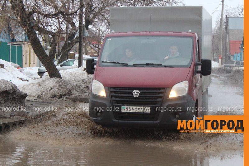 В Уральске в новом ЦОНе с крыши течет вода (фото) talovaya voda (9)