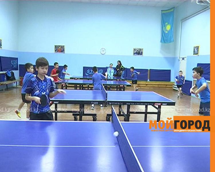 Более 100 детей участвуют в соревнованиях по настольному теннису в Уральске tennis2
