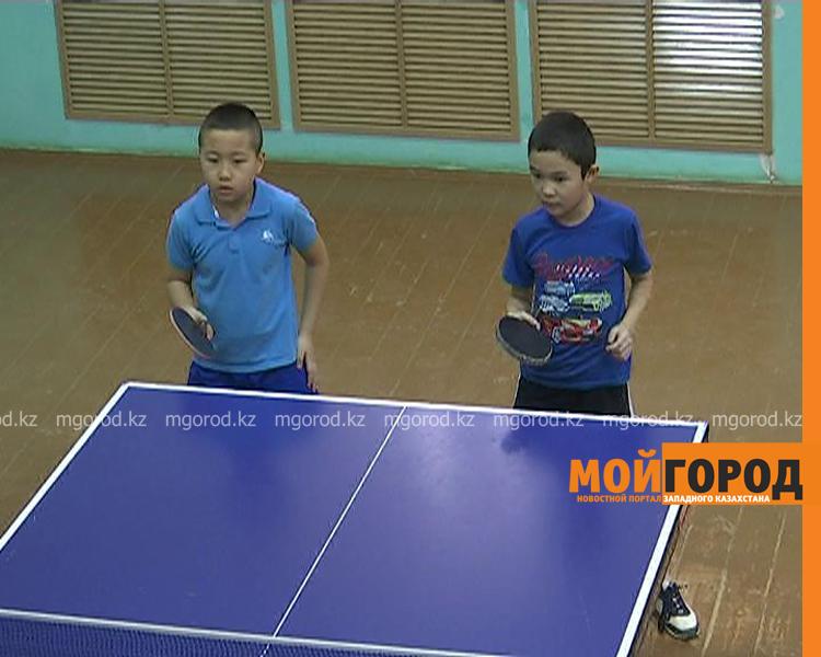 Более 100 детей участвуют в соревнованиях по настольному теннису в Уральске tennis5