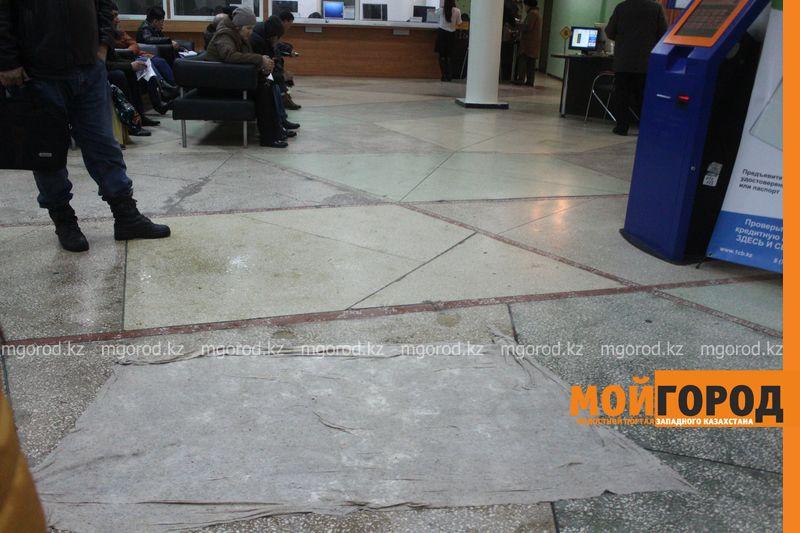 В Уральске в новом ЦОНе с крыши течет вода (фото) tson voda (3)