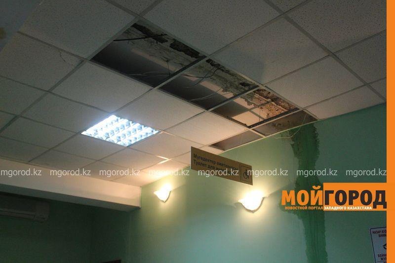 В Уральске в новом ЦОНе с крыши течет вода (фото) tson voda (6)