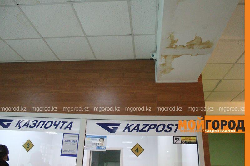 В Уральске в новом ЦОНе с крыши течет вода (фото) tson voda (7)