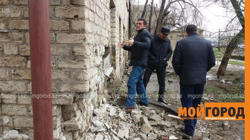 Жильцы разрушают общежитие, чтобы получить новые квартиры в Уральске 20160422_104012 [800x600]