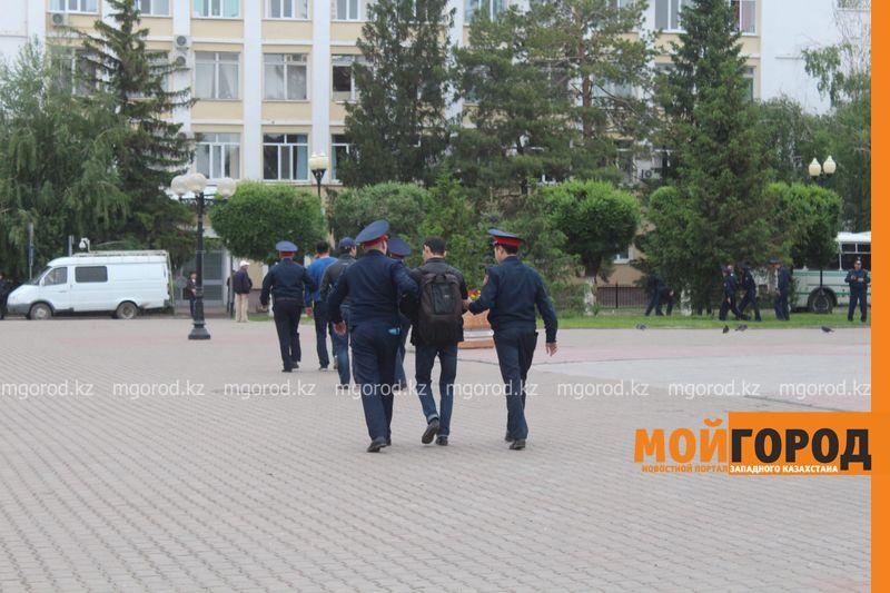 Новости Актобе - Полицейских, задержавших журналистов, накажут - МВД РК IMG_1236 []