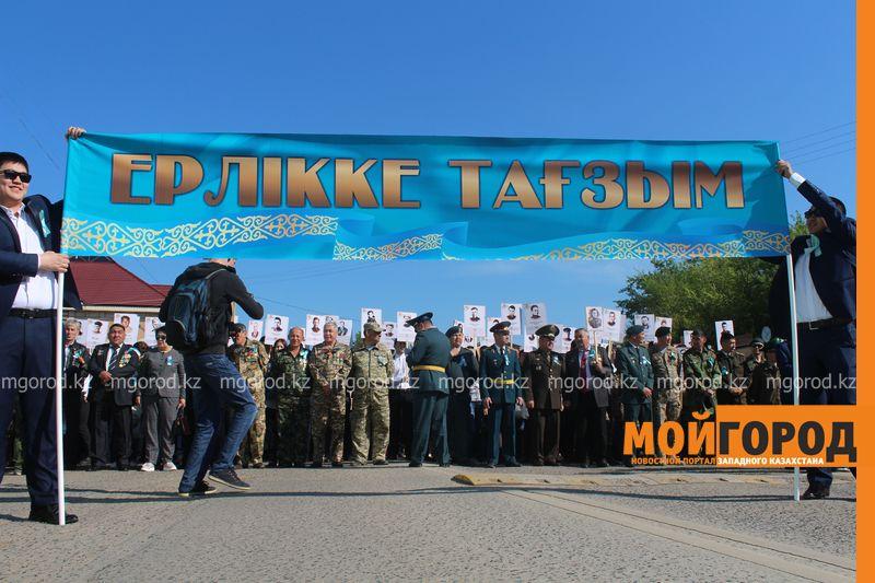 """В Уральске """"Бессмертный полк"""" прошел всего 700 метров bessmertni polk (8)"""