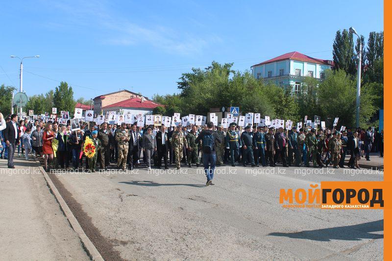 """В Уральске """"Бессмертный полк"""" прошел всего 700 метров bessmertni polk (9)"""