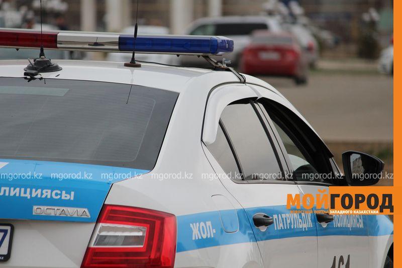 Новости Атырау - Автобус протаранил полицейскую машину в Атырау, пострадавших нет