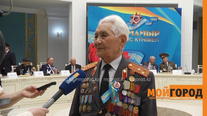 Новости Уральск - В ЗКО частная компания подарила ветеранам ВОВ по 20 тысяч тенге veterany (2)