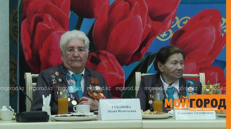 Новости Уральск - В ЗКО частная компания подарила ветеранам ВОВ по 20 тысяч тенге veterany (3)