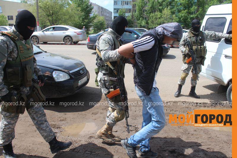 Новости Уральск - В Уральске прошло задержание с участием спецназа zaderzhanie (9)