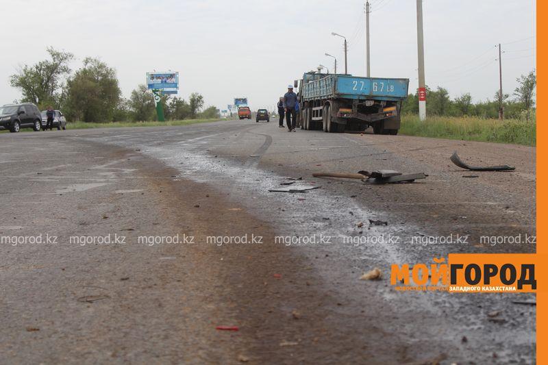 В ЗКО на трассе Уральск-Аксай столкнулись три большегруза IMG_2835 [800x600]