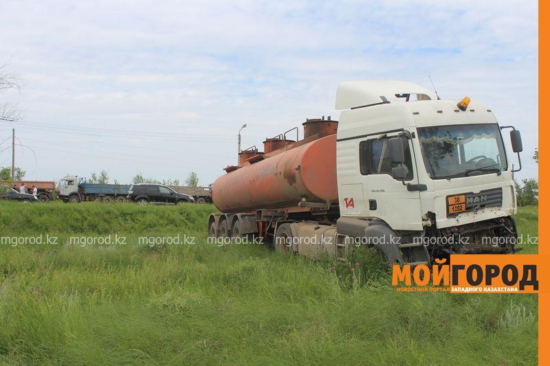 В ЗКО на трассе Уральск-Аксай столкнулись три большегруза IMG_2842 [800x600]