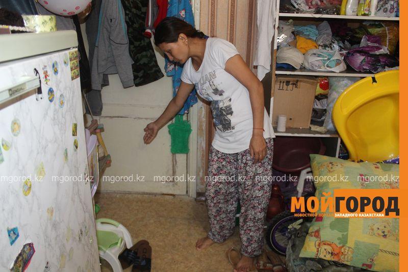 В Уральске семья с двумя детьми живет в крохотной комнате общежития IMG_3769 []