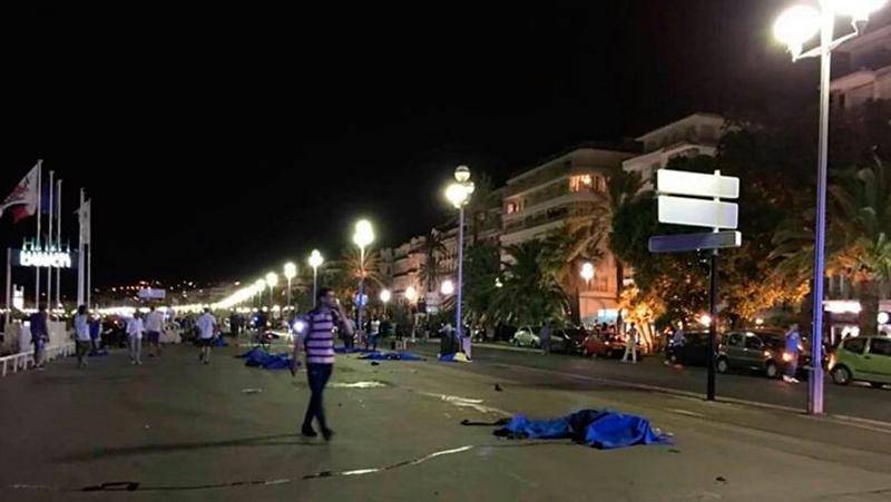 Новости - Жертвами терракта в Ницце стали десятки человек Фото с сайта www.gazeta.ru