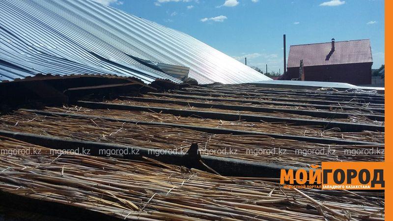 Новости Уральск - В селе ЗКО сильный ураган разрушил дом и сорвал крыши с домов uragan poselok zhayk (1)