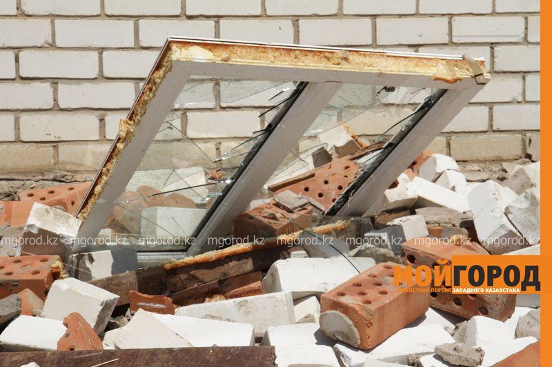 Новости Уральск - В селе ЗКО сильный ураган разрушил дом и сорвал крыши с домов uragan poselok zhayk (10)