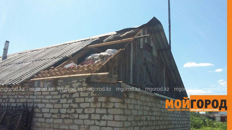 Новости Уральск - В селе ЗКО сильный ураган разрушил дом и сорвал крыши с домов uragan poselok zhayk (14)